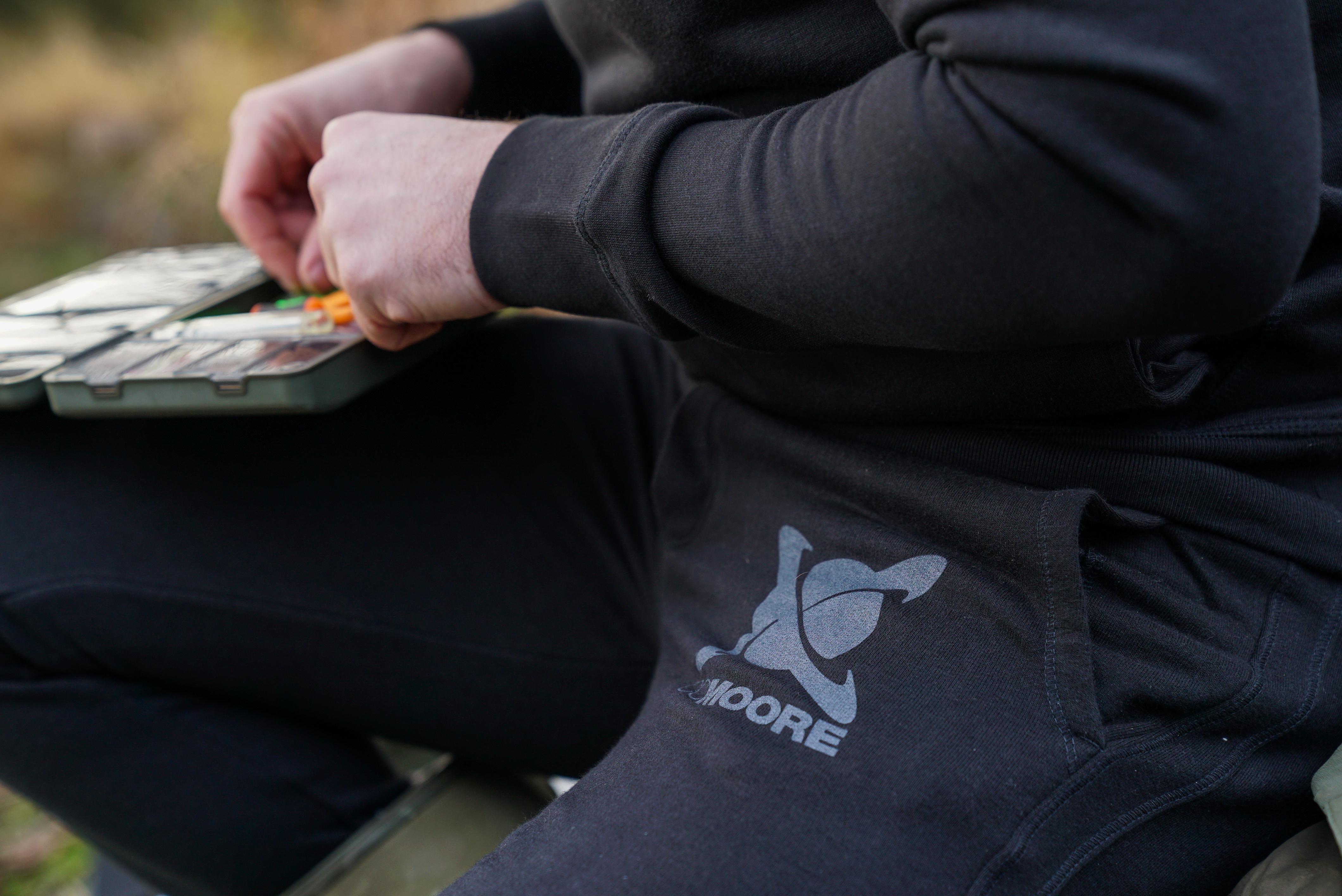CC Moore oblečení - Tepláky černé L