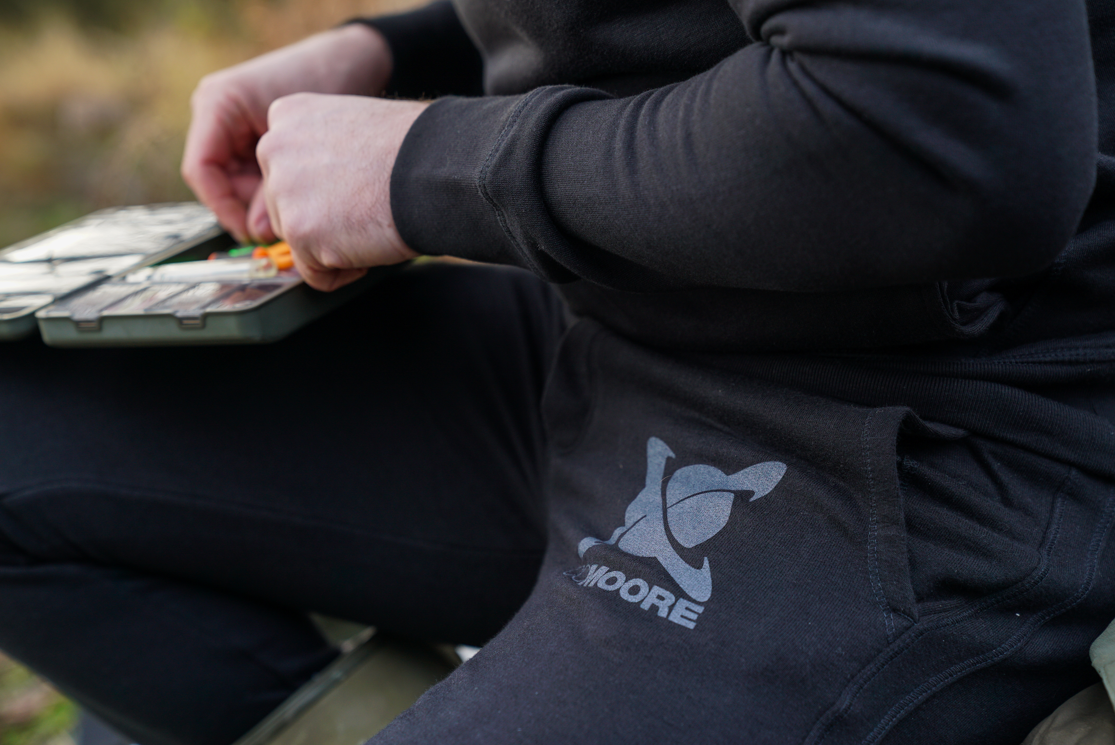 CC Moore oblečení - Tepláky černé M